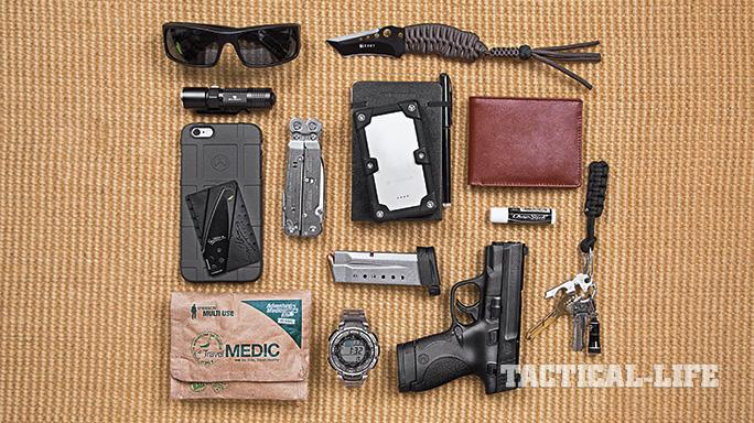 46 everyday carry items in 3 different setups ballistic magazine