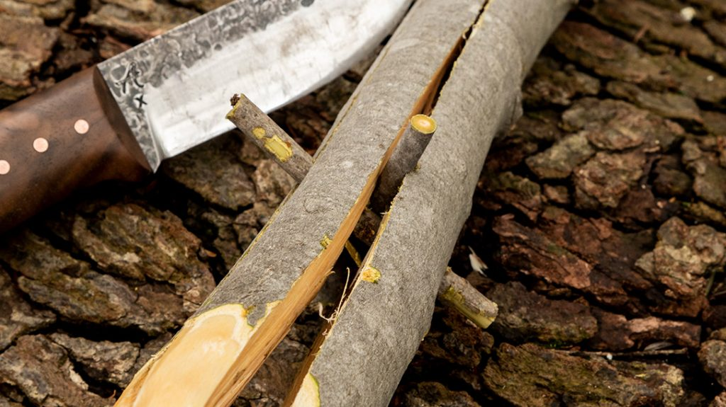 Take a couple small twigs and wedge them down into the splits to hold them open at the desired gap.