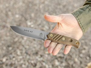 TOPS Knives Baja 4.5 knife hand