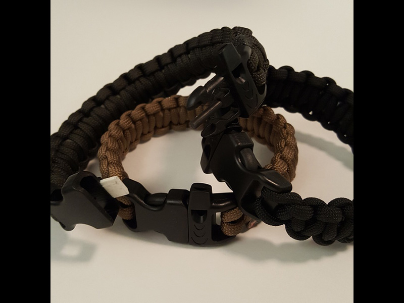 The Scout Survival Kit Strap comes in different colors.