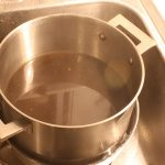 Homebrewing Made Easy cool wort quickly in ice bath
