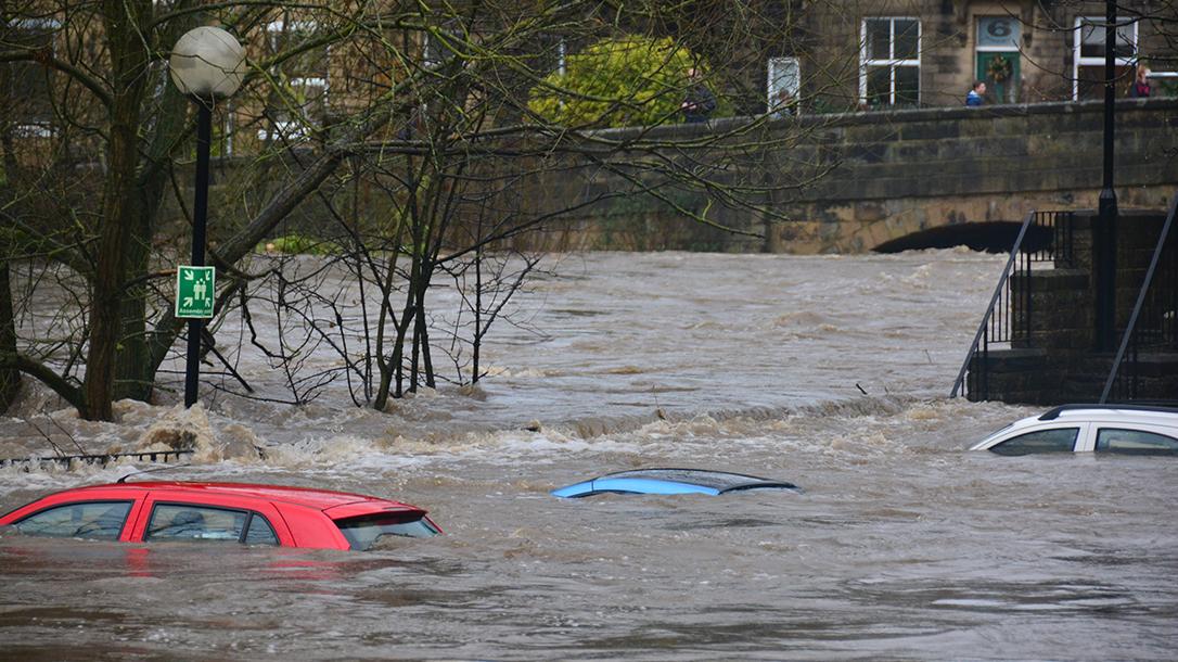 cars submerged, Missouri Flooding