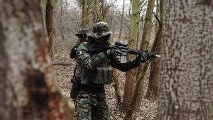 Battle Royale, man with rifle in the forest
