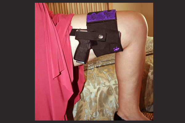 Women's Thigh Holster | Black on Left Thigh