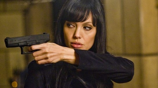 Angelina using a GLOCK in the film Salt
