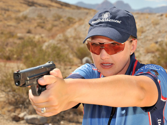 julie golob, smith wesson julie golob, smith & wesson, smith & wesson julie golob, julie golob guns