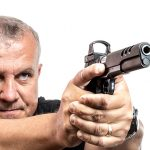Kimber Super Jägare pistol aiming