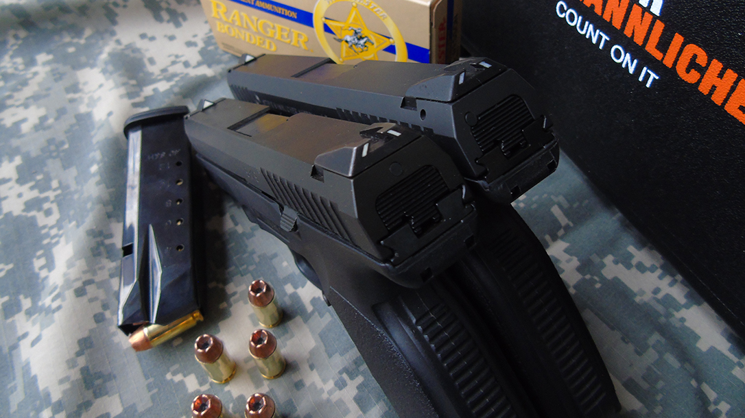 Steyr L40-A1 pistol sights