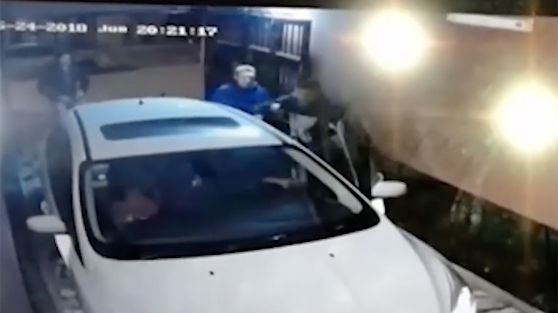 buenos aires police officer home invaders