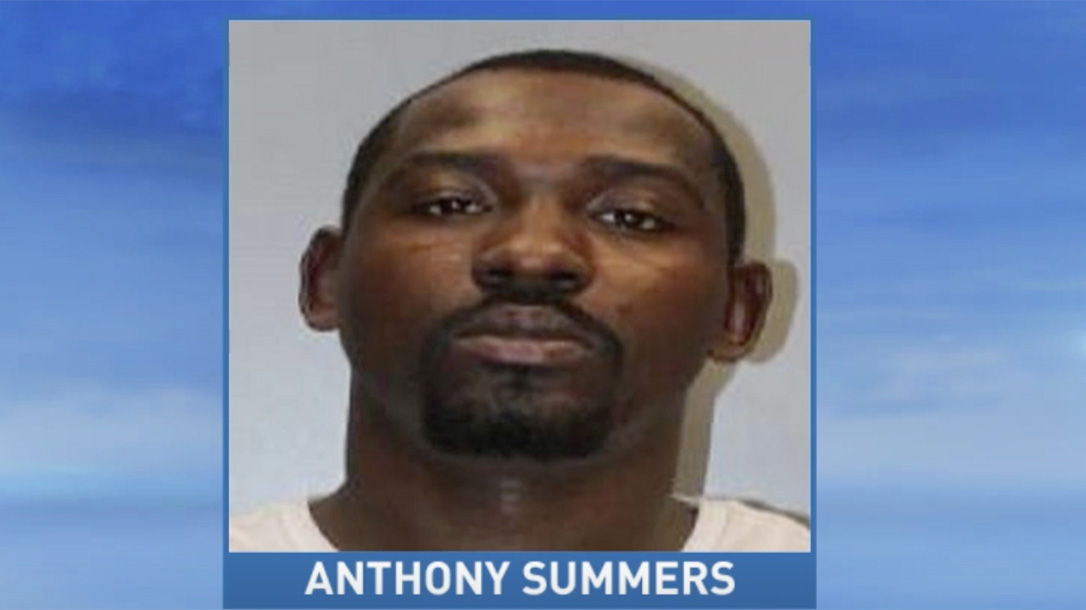 South Carolina Restaurant Manager stops robbery