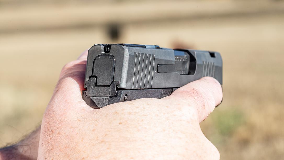 SIG P365 SAS, snag free Pistol, aiming