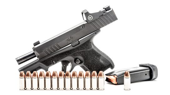 The all-new Kimber R7 Mako brings a 13+1 capacity in 9mm.