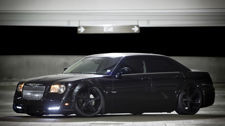 rides black chrysler 300 giovanna dalar 5 klutch republik 22 inch slammed two tone brembo air lift