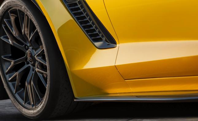 2015-Chevrolet-CorvetteZ06-001