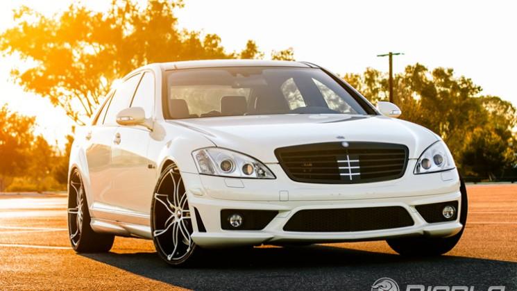 Mercedes benz rides magazine for Mercedes benz 745