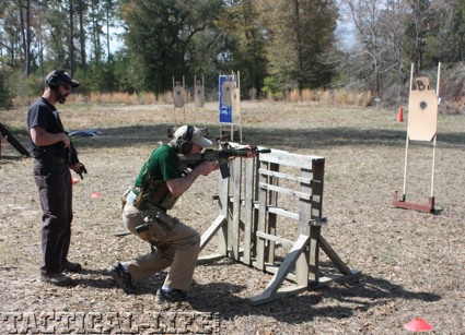 magpul-instructor-chris-costa-instructs-a-student-in-horizontal-obstacle-shooting2