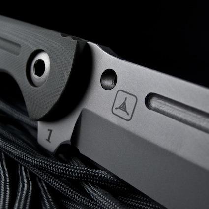 07-kingdom-armory-dauntless-fixedblade-hd-lightbox