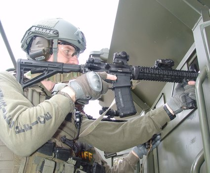 14-operators-on-rook-armored-deployment-platform-19_phatch