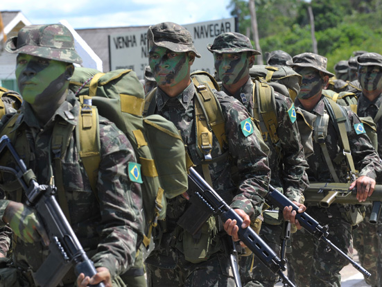 Brazilian troops march with the FN FAL.