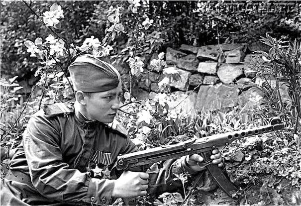 PPS-43 SMG Submachine Gun WWII Soviet Soldier