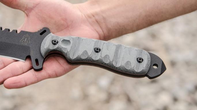 TOPS Knives SXB Skullcrusher's Xtreme Blade handle