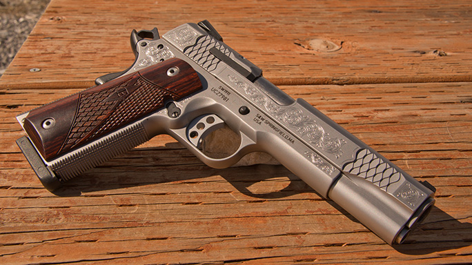 Smith & Wesson SW1911 Engraved Handgun solo