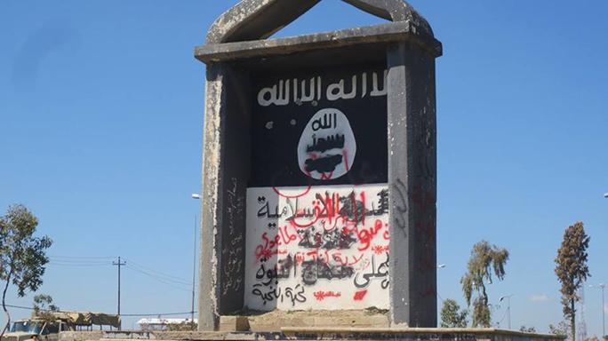 Mosul Medic Nik Frey sign