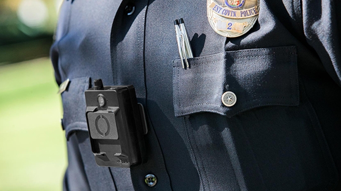 🚓 Policía de Nueva York retira un modelo de cámara corporal que usaban sus oficiales porque una de ellas explotó