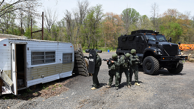 mrap vehicle police trailer
