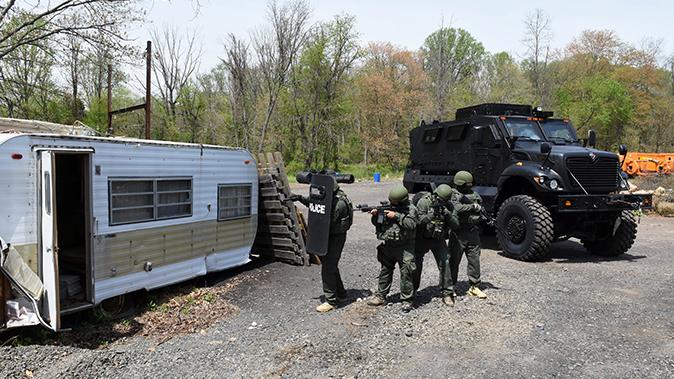 mrap vehicle police trailer