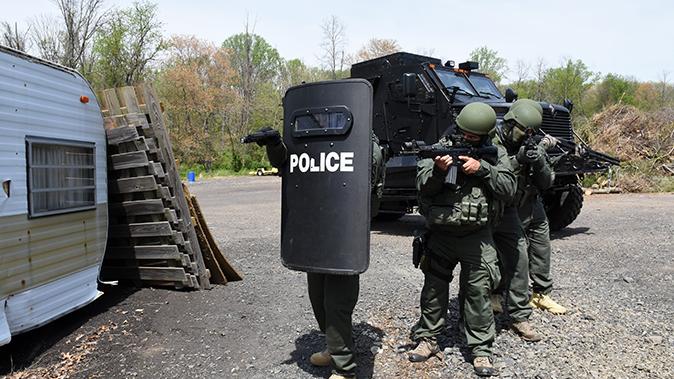 mrap vehicle police approach