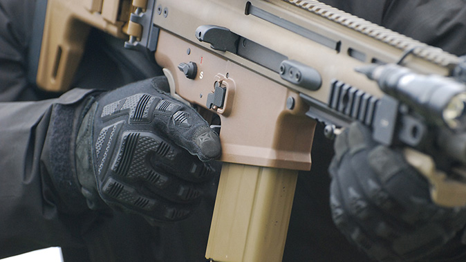 Vertx tactical gloves FR Breacher glove black