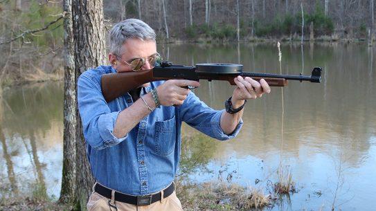 American 180, American 180 submachine gun, American 180 subgun, American 180 submachine gun aiming