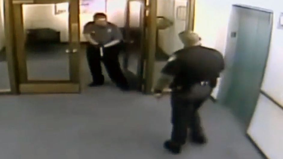 Watch Overzealous Irs Security Guard Pulls Gun On Sheriff
